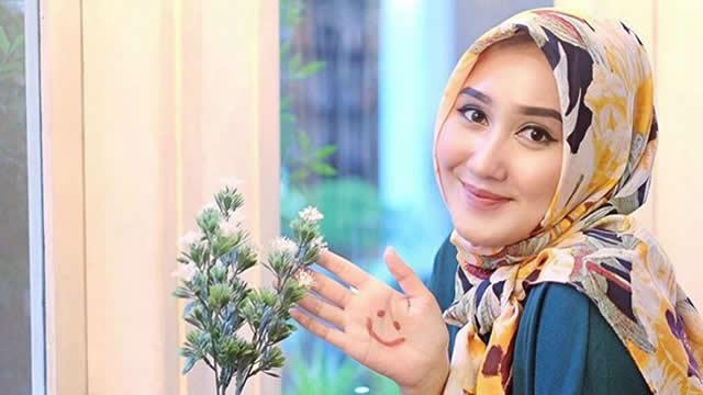 Dian Pelangi – Perancang Busana Muslim Modern