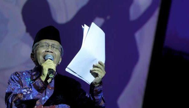 Taufiq Ismail – Sastrawan Hebat dari Bukittinggi