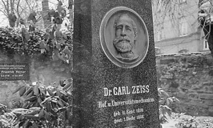 Carl Zeiss – Penemu Lensa Carl Zeiss