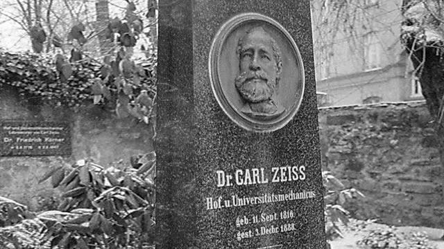 Carl Zeiss – Penemu Lensa Carl Zeiss