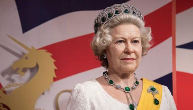 Ratu Elizabeth II – Ratu Kerajaan Inggris